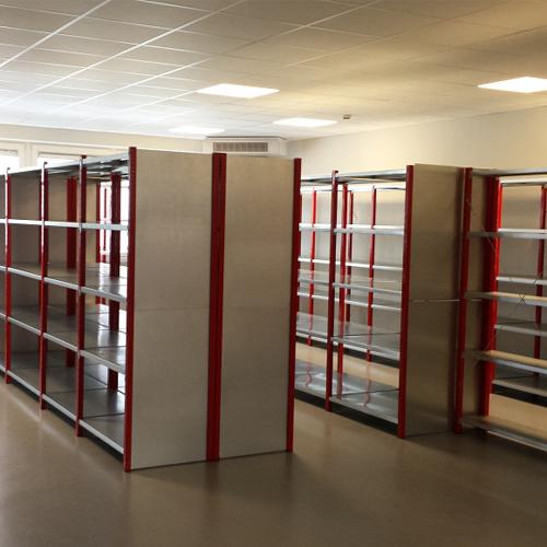 Rayonnages de stockage pour magasins et entrepôts
